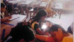 বিদ্যালয়ে পাঠদানের সময় টেবিলে মাথা রেখে ঘুমাচ্ছেন শিক্ষিকা। -লামা প্রতিনিধি।